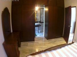 Master bedroom med 2st stora garderober och ingång till badrummet