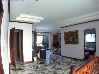 Hallen på våning 2 mot vardagsrum
