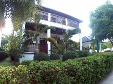 Framsidan av CET villa 2