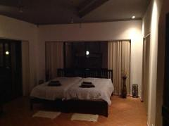 Lingsize säng med panorama fonster i alla riktningar
